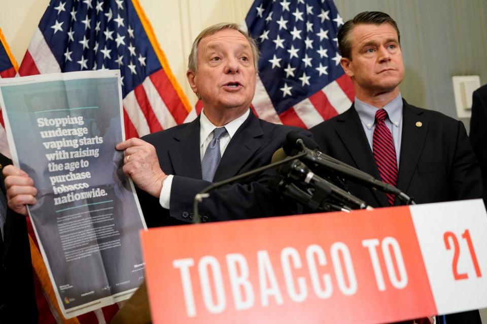 الولايات المتحدة تمنع بيع التبغ والسجائر الإلكترونية لمن دون 21 عاماً