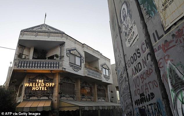 شاهد فندق بانكسي بأسوأ إطلالة في فلسطين