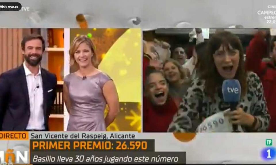 عودة مراسلة تلفزيونية للعمل بعد استقالتها على الهواء بسبب فوزها باليانصيب