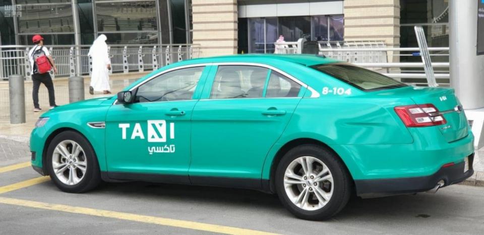 صور: تغيير الشكل الخارجي لسيارات الأجرة في السعودية
