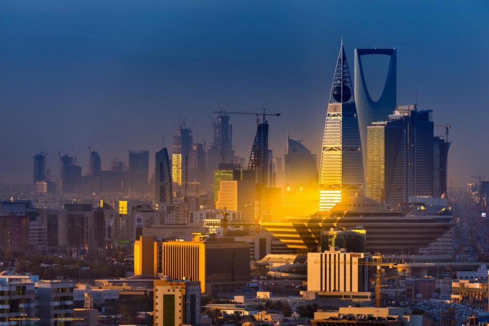 الشورى السعودي يتجه لإقرار توصية تلزم وزارة العمل بتوطين الوظائف القيادية