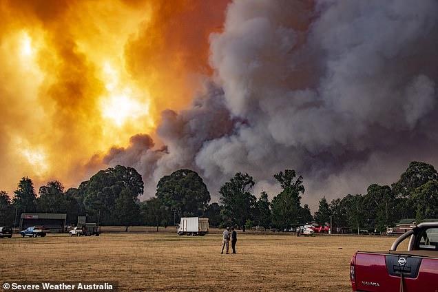 شاهد تلال تحترق في كارثة الحرائق الاسترالية