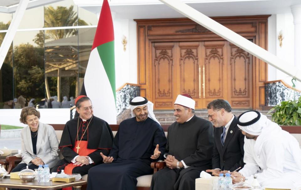 بالفيديو.. محمد بن زايد يستقبل اللجنة العليا لوثيقة الأخوة الإنسانية