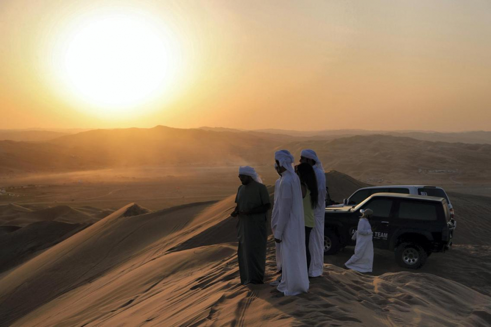 بالصور : سباقات مثيرة في مهرجان ليوا الصحراوي