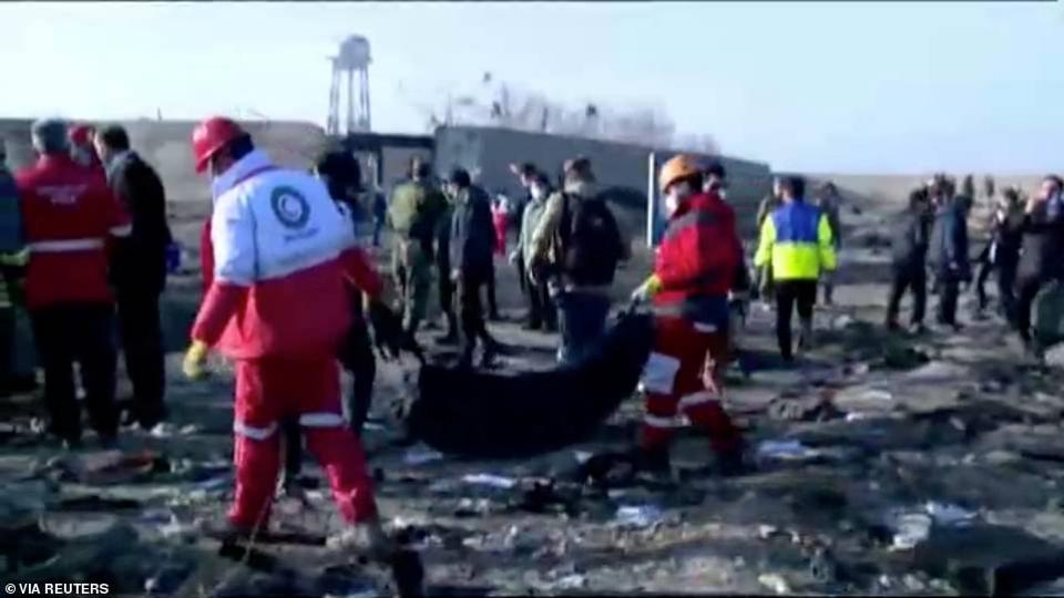 شاهد حادثة تحطم طائرة طراز بوينغ 737 وعلى متنها 180  في  إيران
