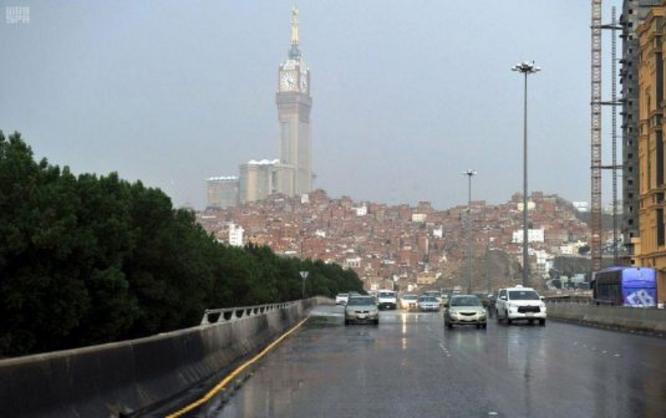 فيديو: الدفاع المدني السعودي يدعو للحذر عند هطول الأمطار