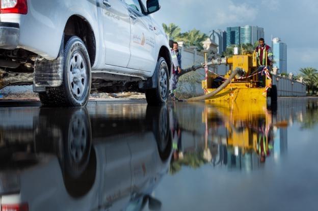 دبي: خلال 24 ساعة، سحب وضخ نحو 1.3 مليون متر مكعب من المياه