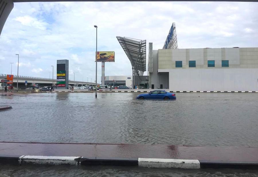 الإمارات: أضرار كبيرة يتكبدها السكان من الأمطار والسيول