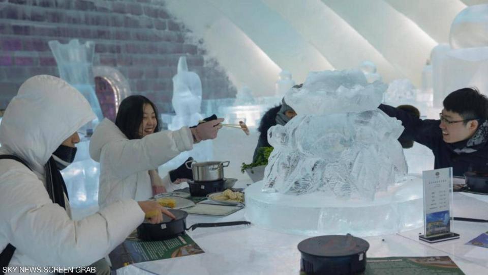 بالصور : مطعم جليدي يجذب الزوار بـ الطبق الساخن