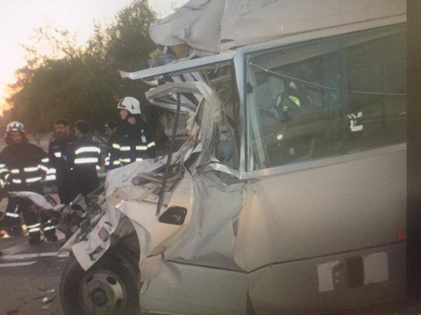 فيديو: وفاة 6 أشخاص وإصابة 19 آخرين في حادث مروري بأبوظبي