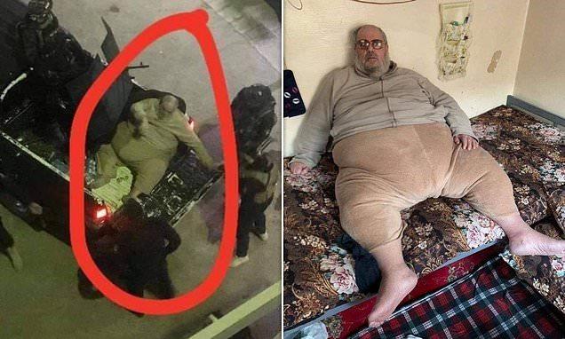 الاستعانة بشاحنة لنقل مفتي داعش البدين بعد اعتقاله بالموصل
