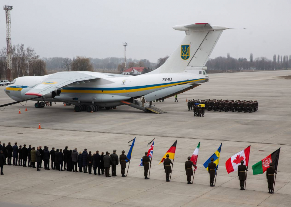 بالصور : كييف تستقبل جثامين ضحايا الطائرة المنكوبة الأوكرانية