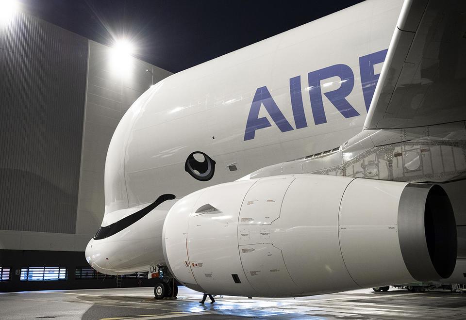 طائرة الحوت الأبيض العملاقة من إيرباص تدخل الخدمة الفعلية