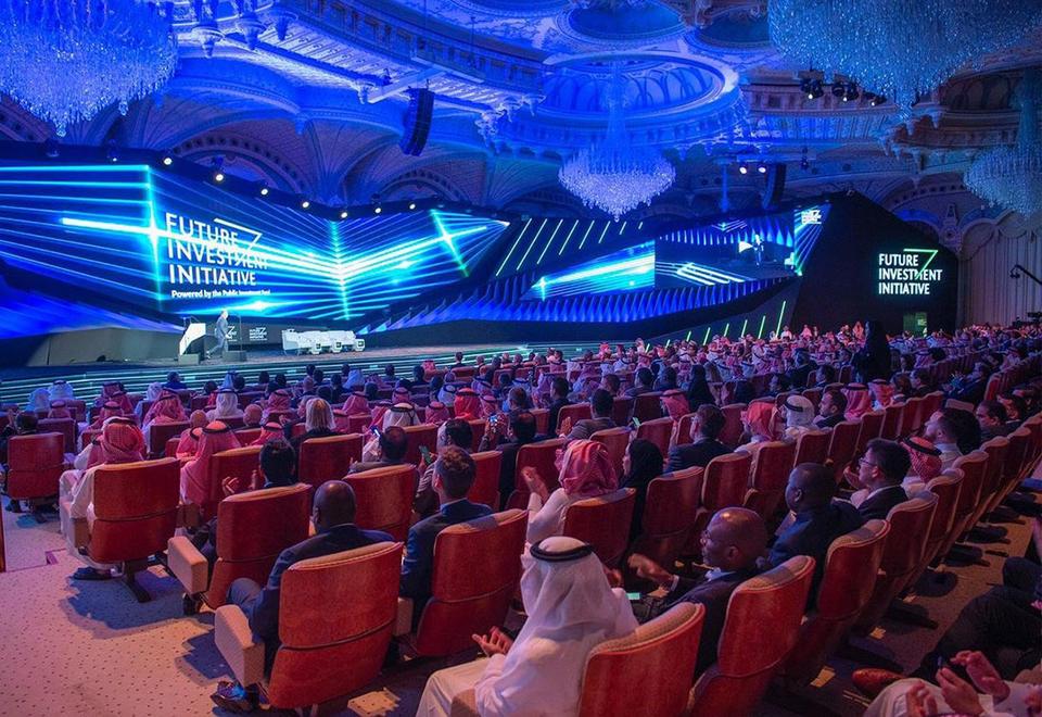فيديو: ما هي الملفات الـ 5 التي تنتظر دعم منتدى الرياض الاقتصادي؟