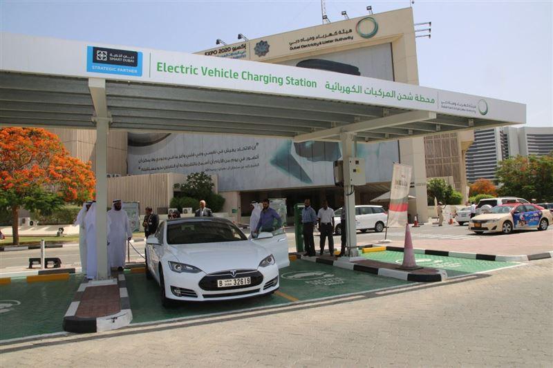 دبي: تحديد مواقع محطات شحن السيارات الكهربائية على 14 منصة رقمية