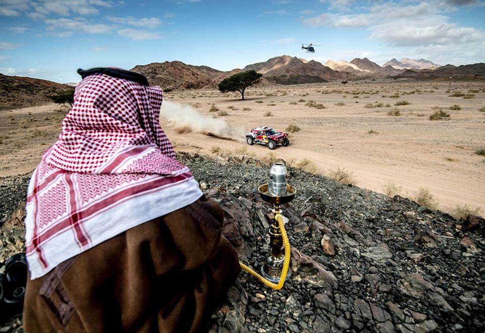 كارلوس ساينز بطلاً لرالي داكار السعودية 2020