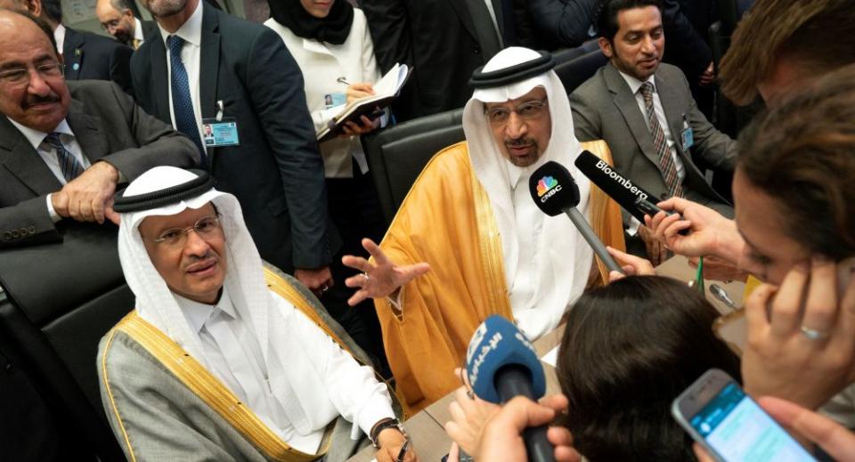 السعودية تلمح لتخفيضات إضافية باجتماع أوبك+ المقبل