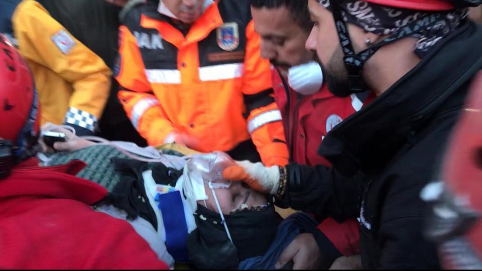 31 قتيل، حصيلة جديدة لضحايا زلزال تركيا وانتشال امرأة حامل بعد 12 ساعة تحت الأنقاض