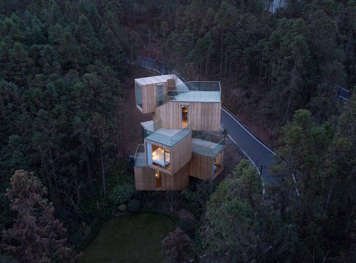 بالصور : 8 منازل بنيت في أماكن مستحيلة