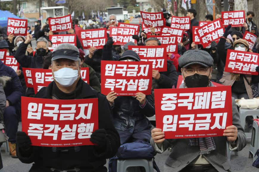 موجة عنصرية وعداء ضد الصين تجتاح دول العالم