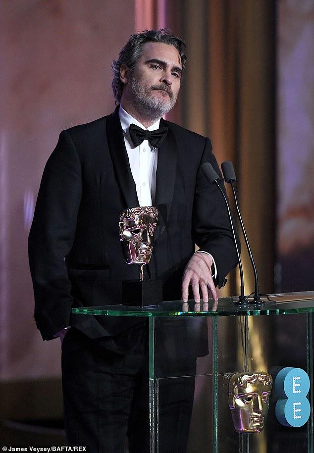 شاهد أخطاء في الأناقة وسقوط آل باتشينو في حفل جوائز بافتا 2020