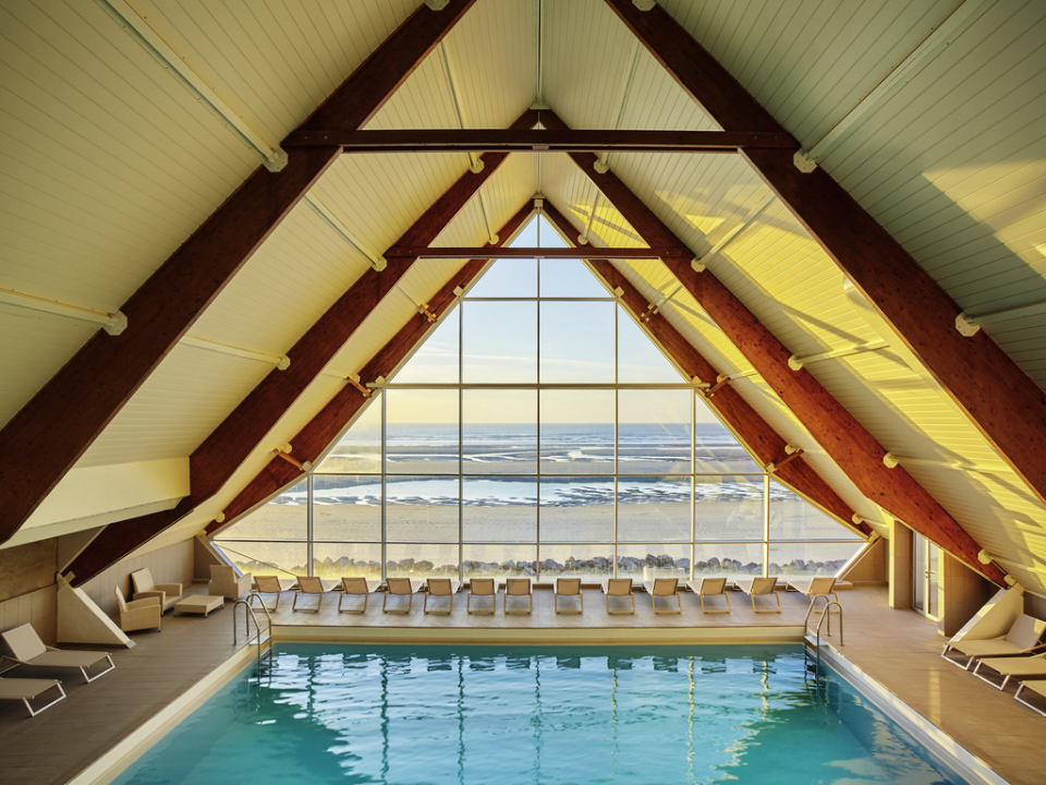 بالصور : أفضل 12 حوض سباحة فندقي داخلي في العالم