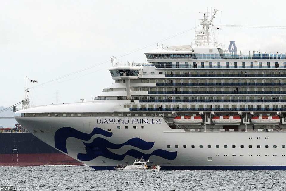 بالصور : اليابان تفرض الحجر الصحي على سفينة سياحية خوفاً من كورونا