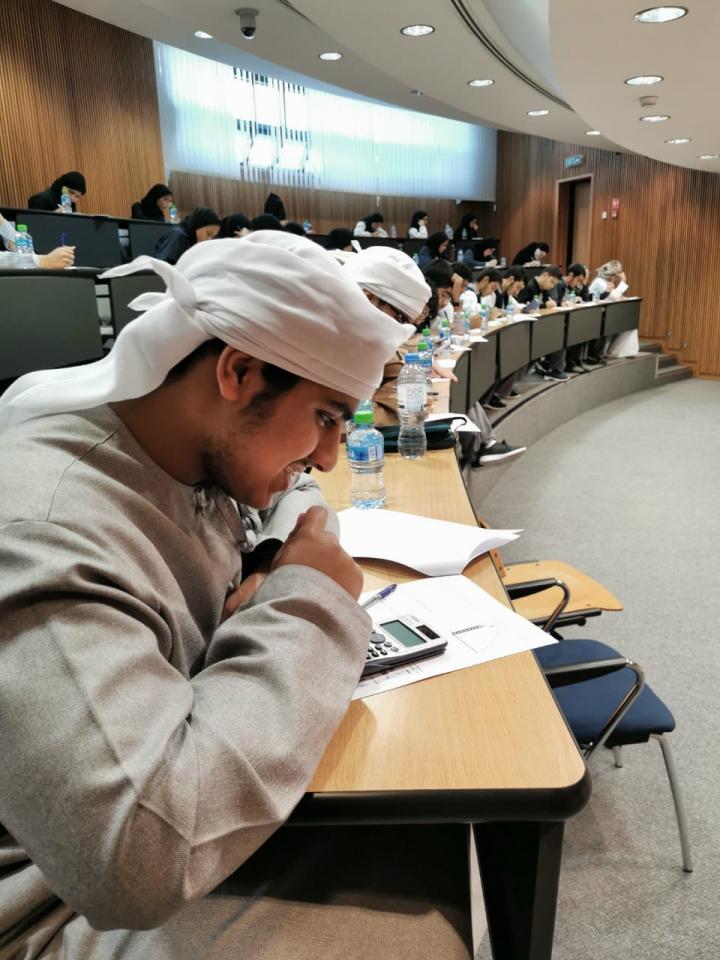 جامعة الامارات ووزارة التربية تطلقان برنامجاً لتدريس طلبة الثانوية مساقات جامعية