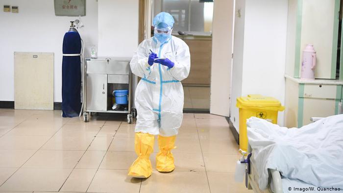 علماء صينيون يكشفون طريقا آخر لانتقال فيروس كورونا
