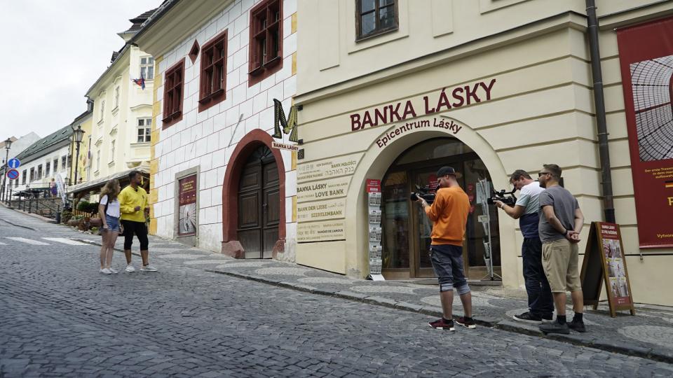 شاهد بنك الحب الذي لا يودع النقود في سلوفاكيا