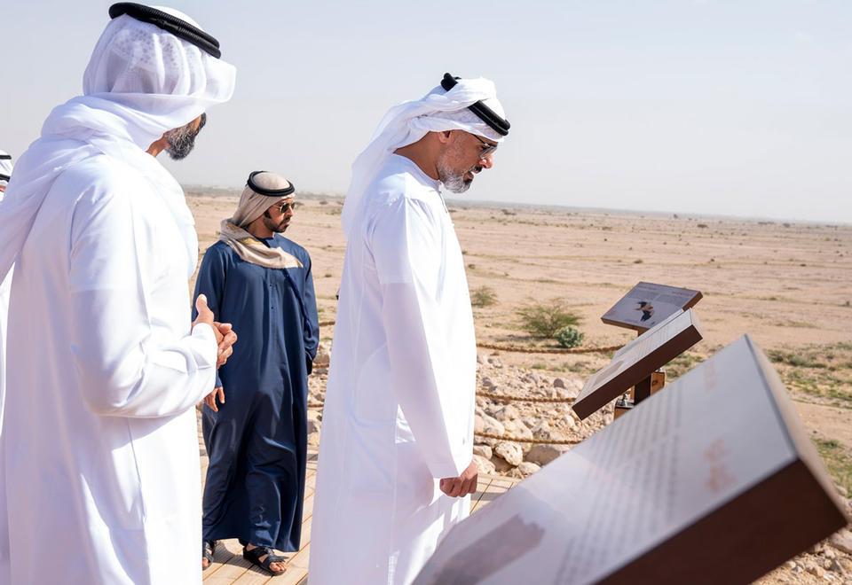 خالد بن محمد بن زايد يفتتح منتزه جبل حفيت