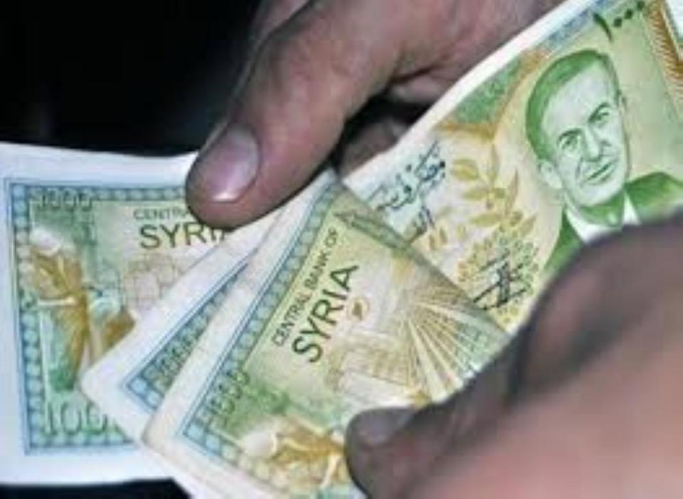 الحكومة السورية تلزم المواطنين شراء العقارات والسيارات عبر المصارف