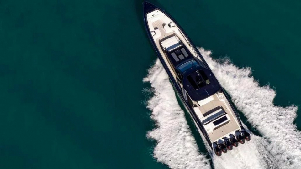 بالصور: مرسيدس تطلق قاربا سريعا