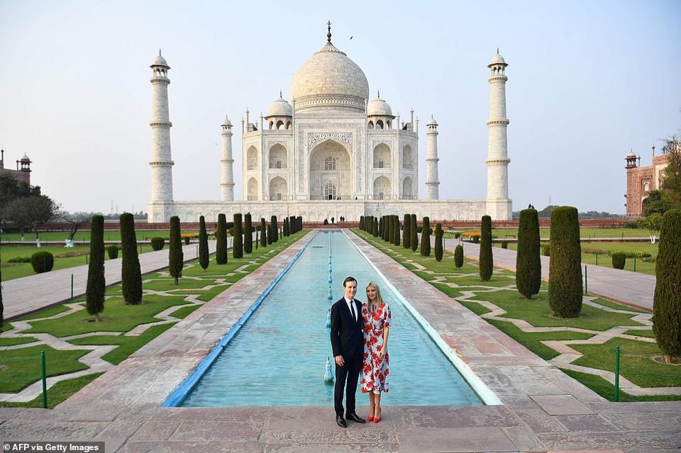 شاهد الرئيس الأمريكي ترامب في الهند وعشرات الآلاف يحتشدون للترحيب به
