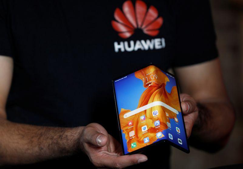 هواوي تطرح هاتفا ذكيا جديدا قابلا للطي بسعر  2709 دولار