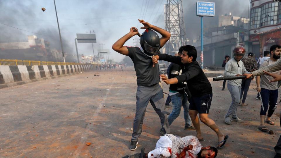 بالصور : مقتل 13 شخصا في اشتباكات بين المسلمين والهندوس في الهند