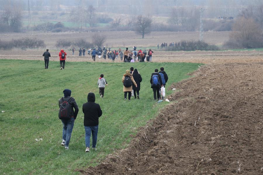 تركيا: توحه مئات اللاجئين نحو الحدود مع الاتحاد الأوروبي