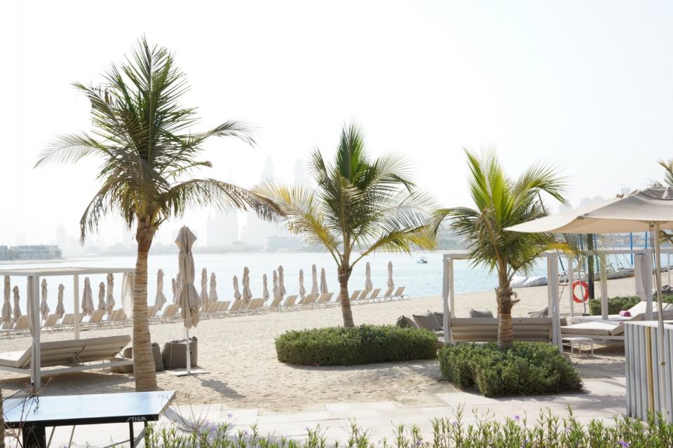 شاهد برنش بالم شوغر في  أجمل الإطلالات على شاطئ الجميرا