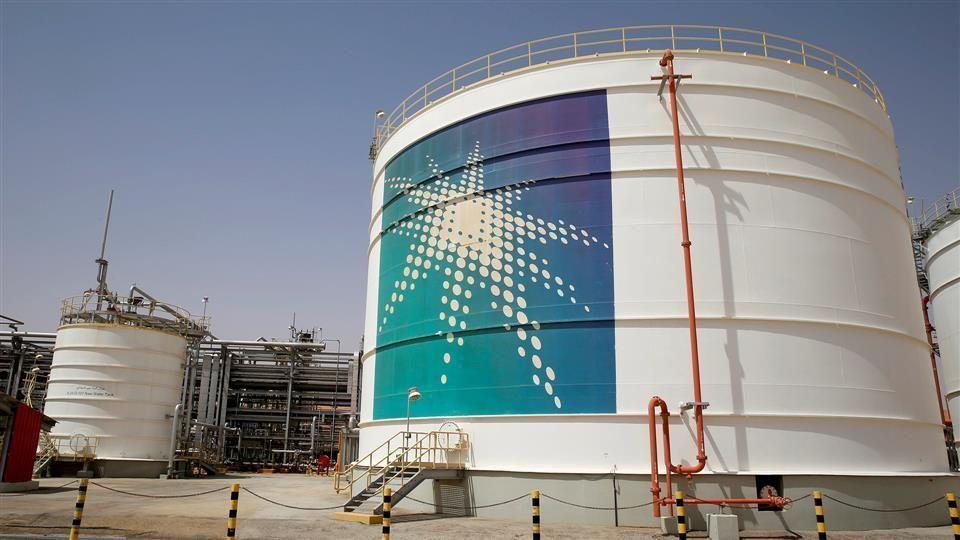 أرامكو السعودية تخفض سعر بيع نفطها الخام لشهر أبريل