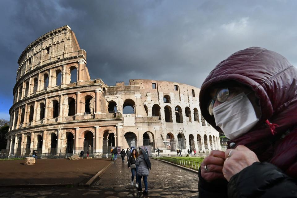 سكان إيطاليا الـ60 مليون يخضعون لعزل صحي