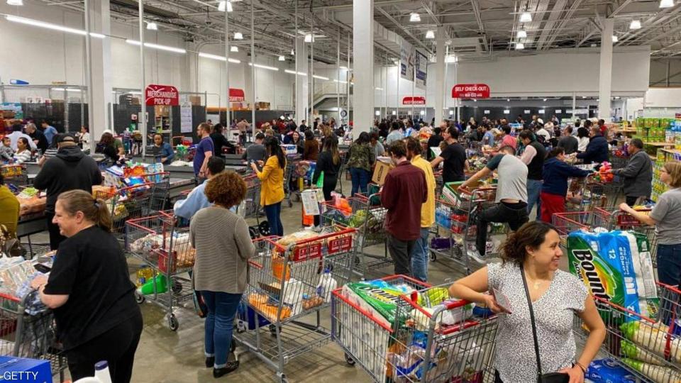 بالصور : هجوم أميركي على متاجر البقالة