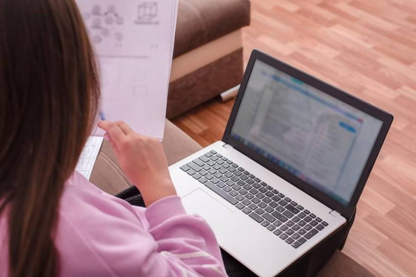 تطبيق تجريبي للتعليم عن بعد بجميع المدارس الحكومية في الإمارات