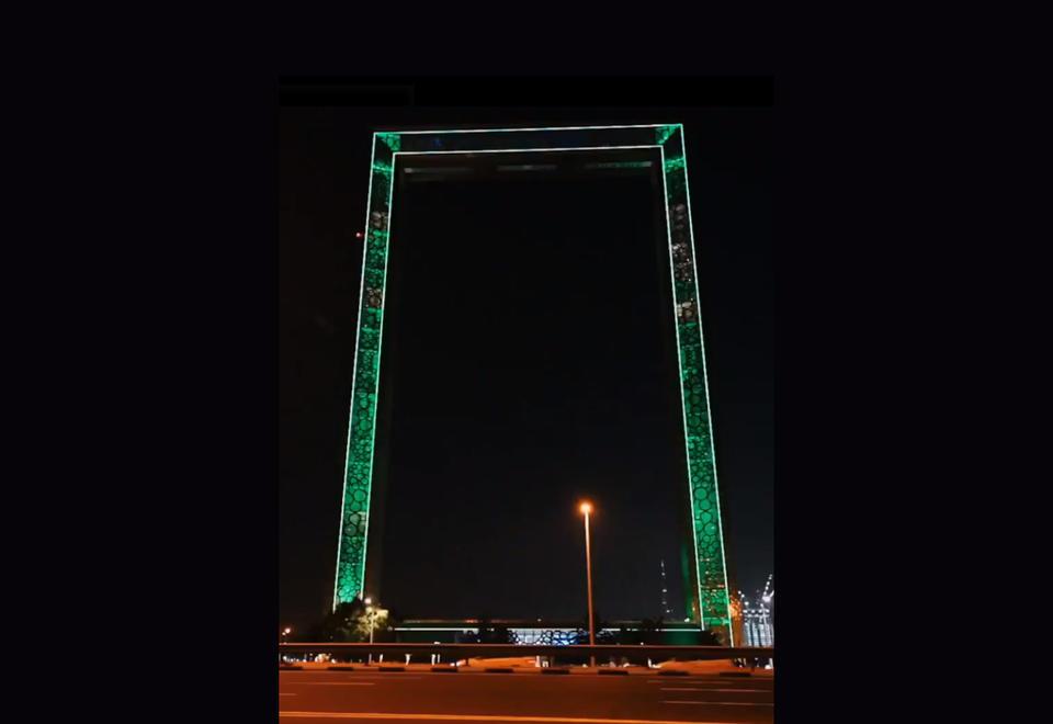 بالصور: الإمارات تضيء معالمها إحتفالا باليوم الوطني لأيرلندي