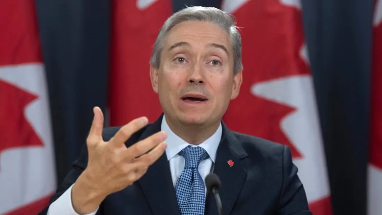 وزير خارجية كندا يدخل العزل الصحي ويجري فحص فيروس كورونا المستجد