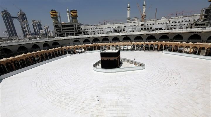 رئاسة الحرمين ترفع السجاد من المسجد الحرام والمسجد النبوي