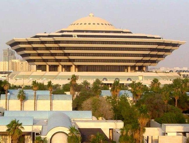 ما الفئات المستثناة من حظر التجول في السعودية؟