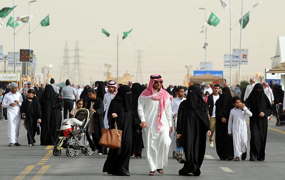 السعودية تفرض حظر التجول من 7 مساءً وحتى 6 صباحاً