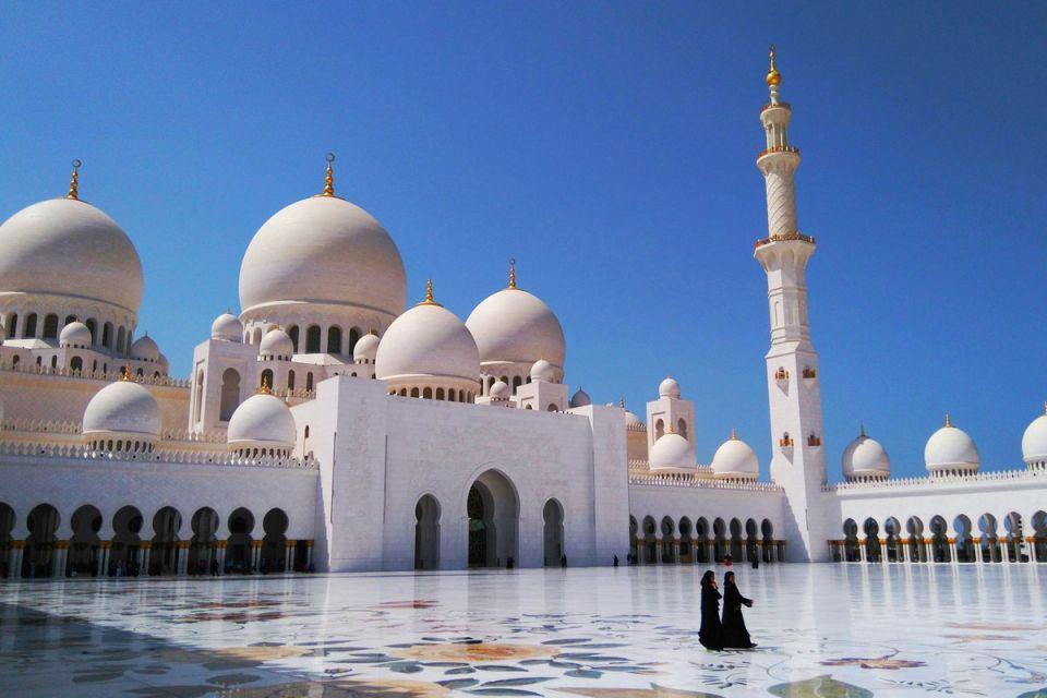 إعادة فتح  المساجد تدريجيا في الإمارات