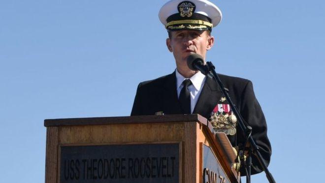 إعفاء البحرية الأمريكية لقائد حاملة طائرات حذّر من تفشى فيروس كورونا فيها