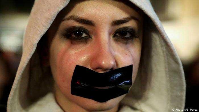 """""""كورونا"""" يُثير موجه عنف أسرية مُرعبة و نداء عالميً عاجل للتحرك لحماية النساء"""